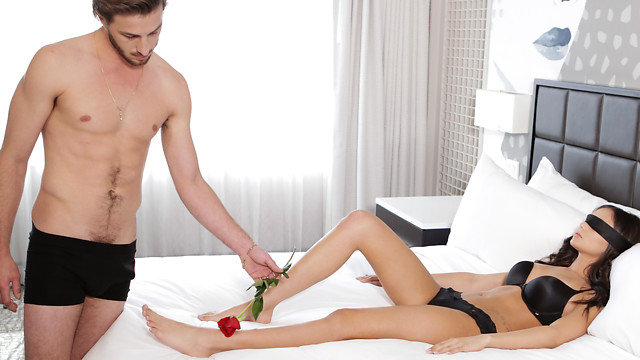 Ariana Marie, Lucas Frost - Romance And Roses