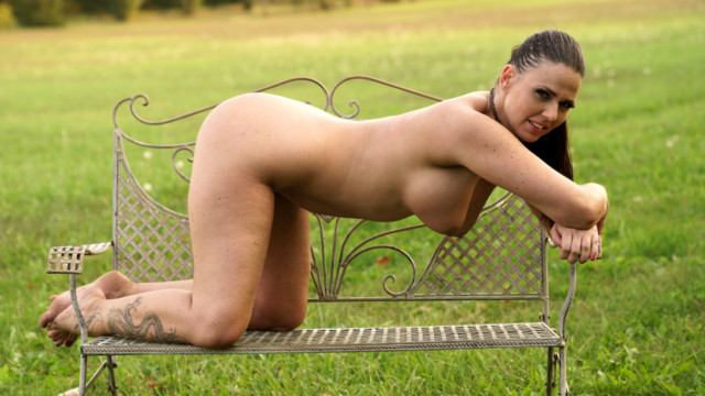 Simony Diamond - Pussy In The Park