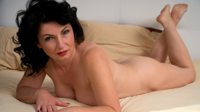 Helen He - Red Hot
